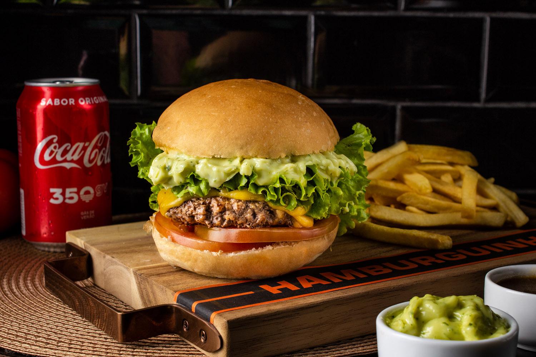 Combo 6 - Cheeseburguer Picanha Salada + Fritas + Refri